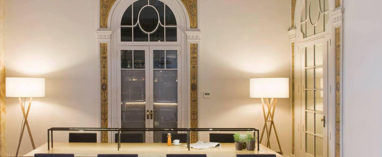 Lampadaire d interieur cala bois blanc h140cm marset normal