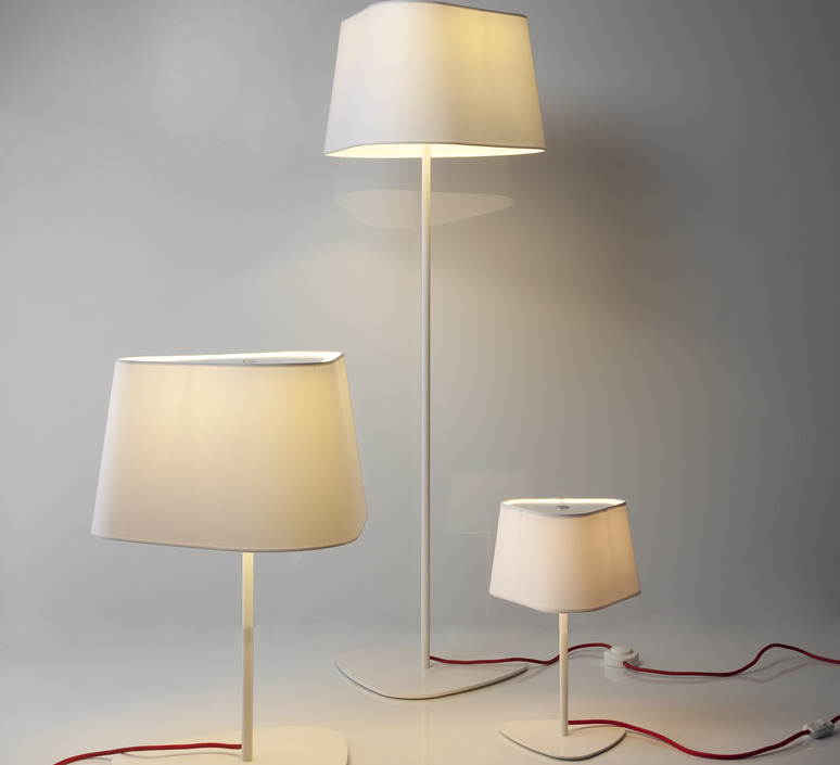 lampadaire grand nuage blanc rouge h122cm designheure luminaires nedgis. Black Bedroom Furniture Sets. Home Design Ideas