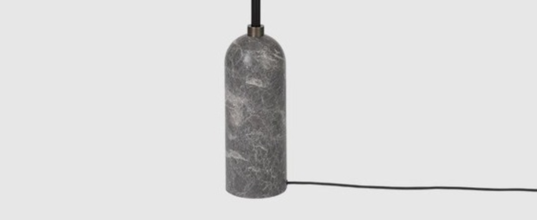 Lampadaire gravity gris marbre o50cm h169cm gubi normal