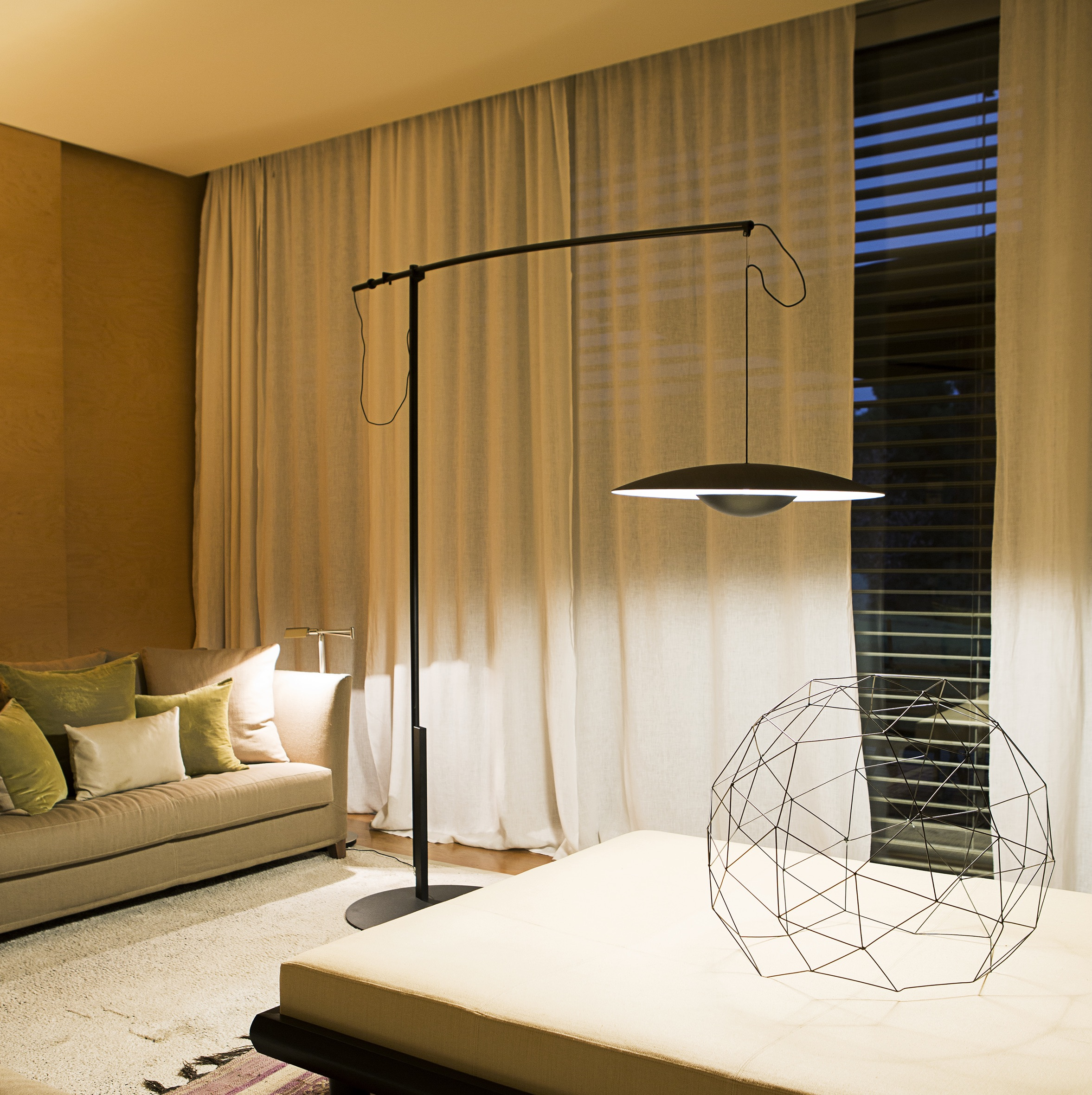 lampadaire led ginger xxl 60 weng h202cm marset luminaires nedgis. Black Bedroom Furniture Sets. Home Design Ideas