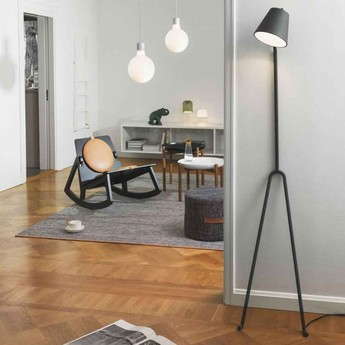 Lampadaire manana gris fonce l40cm h170cm design house stockholm normal