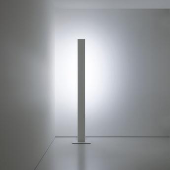 Lampadaire movie blanc mat led 2700k 2832lm l14 6cm h198 5cm davide groppi normal