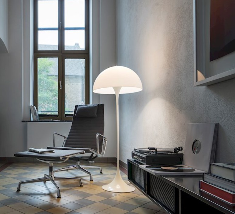 Panthella  verner panton lampadaire floor light  louis poulsen 5744163350  design signed 48988 product