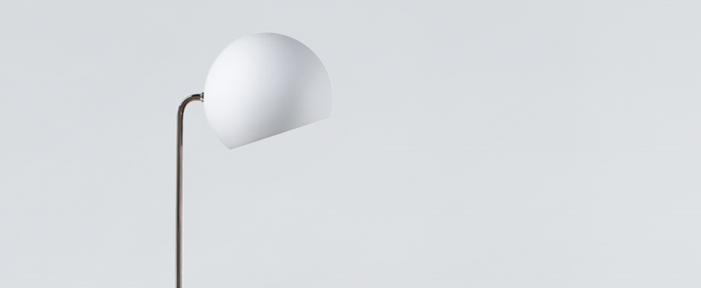 Lampadaire tilt globe blanc o23cm h129cm nyta normal