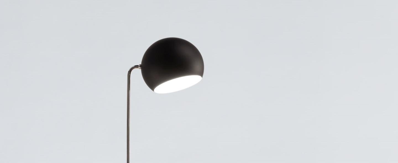 Lampadaire tilt globe noir o23cm h129cm nyta normal