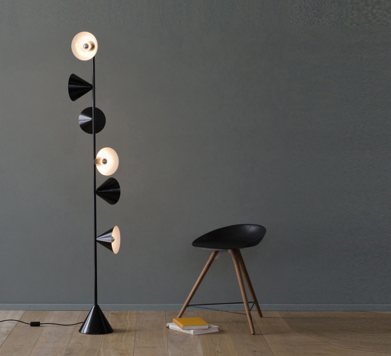 Vertical 1 gwendolyn et guillane kerschbaumer lampadaire floor light  areti vertical 1 laiton  design signed nedgis 64489 product