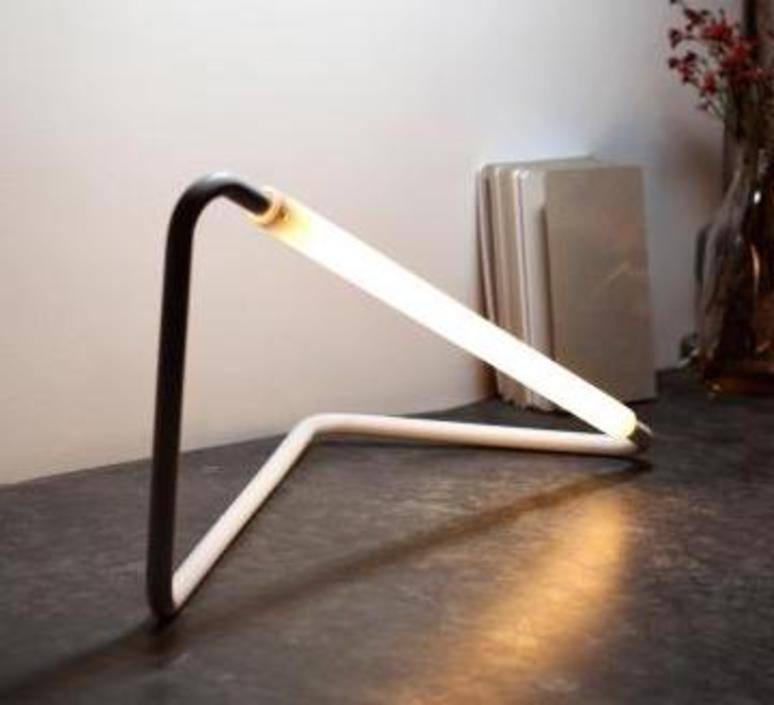 001 naama hofman lampe a poser table lamp  naama hofman 001 noir  design signed 45260 product