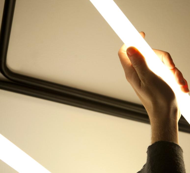 001 naama hofman lampe a poser table lamp  naama hofman 001 noir  design signed 45263 product