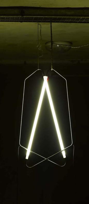 Lampe a poser 004 blanc led l20cm h45cm naama hofman normal