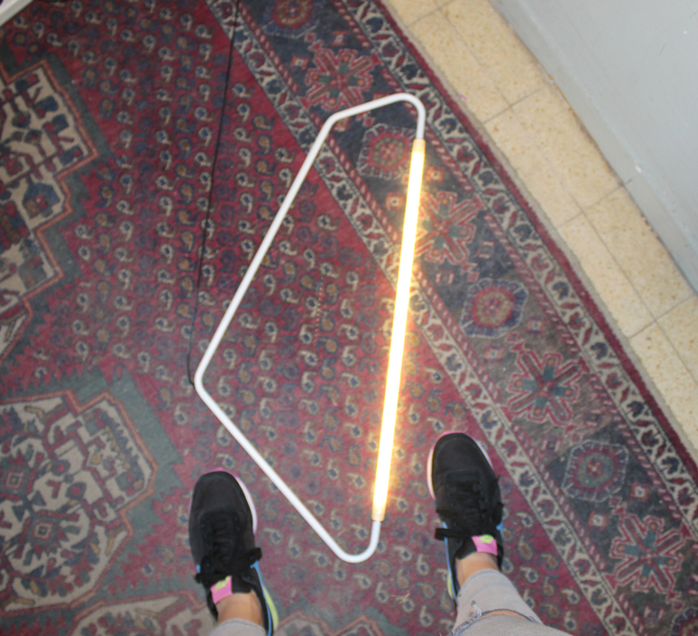004 naama hofman lampe a poser table lamp  naama hofman 004 blanc  design signed 46204 product