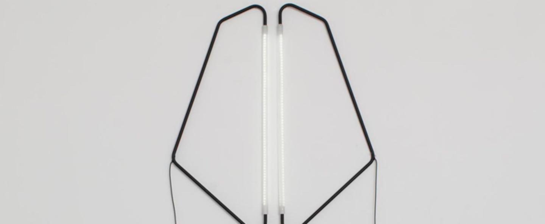 Lampe a poser 004 noir led l20cm h45cm naama hofman normal