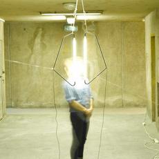 004 naama hofman lampe a poser table lamp  naama hofman 004 noir  design signed 46205 thumb