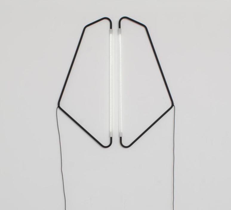 004 naama hofman lampe a poser table lamp  naama hofman 004 noir  design signed 46206 product