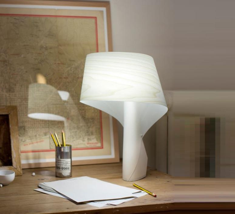 Le Lauréat de la catégorie Lampe de table est FONTANA ARTE