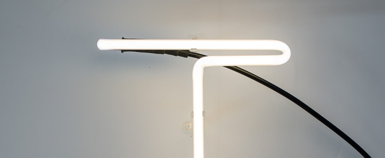 Lampe a poser alphafont t blanc l15 7cm h35cm seletti normal