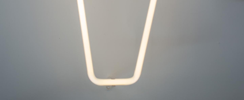 Lampe a poser alphafont v blanc l15 7cm h35cm seletti normal