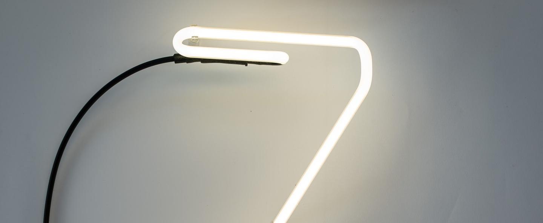 Lampe a poser alphafont z blanc l15 7cm h35cm seletti normal