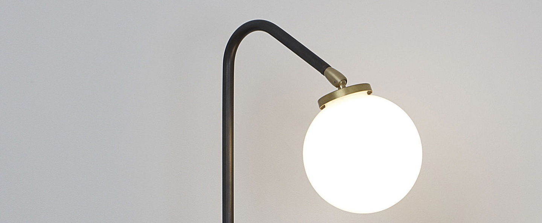 Lampe a poser array opalin laiton bronze o23cm h60cm cto lighting normal