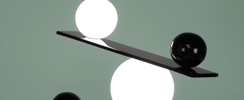 Lampe a poser balance noir et blanc led l53cm h39cm oblure normal