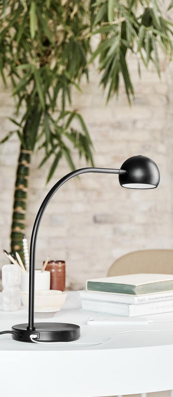 Lampe a poser ball usb noir mat led 3000k lm l16cm h45 5cm frandsen normal