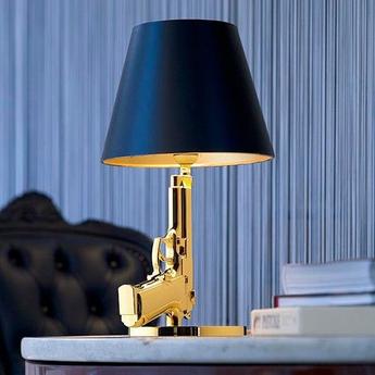 Lampe a poser bedside gun noir et or h42 6cm flos normal