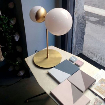 Lampe a poser biba laiton satine verre blanc led 2700k 1276lm l39cm h50cm tato italia normal