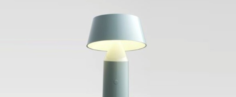 Lampe a poser bicoca led dimmable bleu clair h22 5cm marset normal