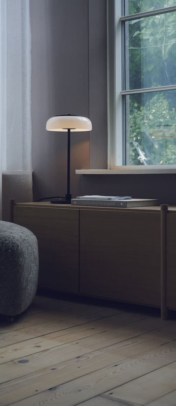 Lampe a poser blossi noir blanc opalin o23cm h44cm nuura normal