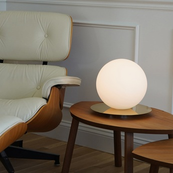 Lampe a poser bola sphere table 12 laiton verre opalin led 2700k 800lm o35 6cm h32 4cm pablo normal