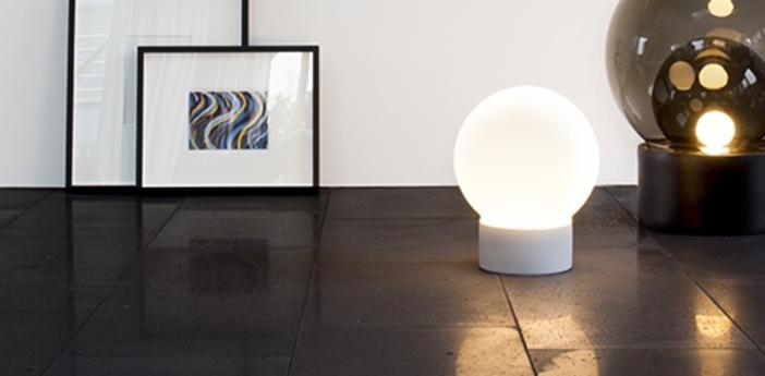 Lampe a poser boule small blanc gris h35 5cm pulpo normal