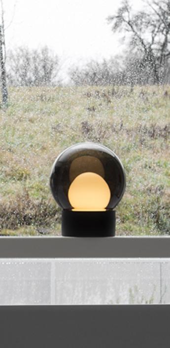 Lampe a poser boule small verre fume gris h35 5cm pulpo normal