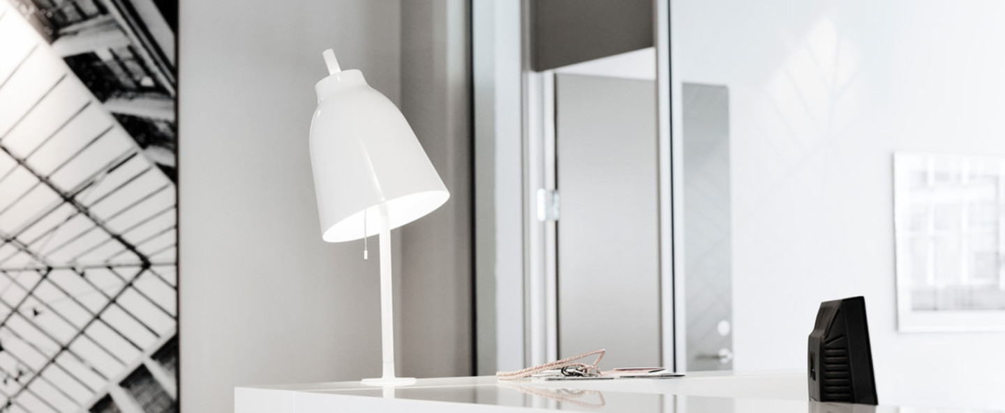 Lampe a poser caravaggio table blanc o20cm h51 7cm lightyears normal