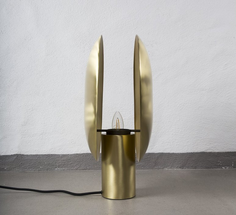 Clam kristian sofus hansen tommy hyldahl lampe a poser table lamp  norr11 010046  design signed 37243 product