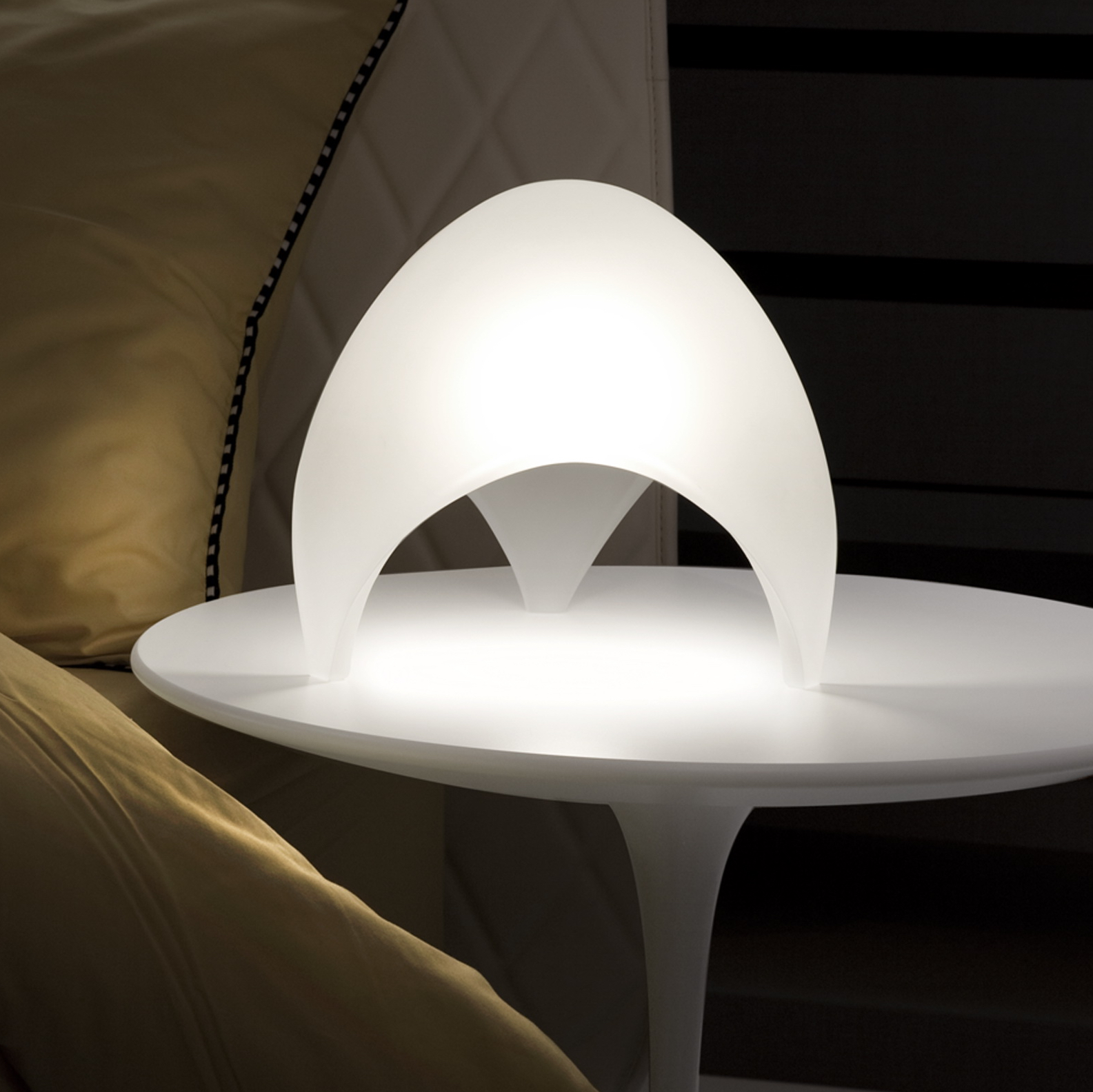 lampe poser coque blanc 25cm martinelli luce luminaires nedgis. Black Bedroom Furniture Sets. Home Design Ideas
