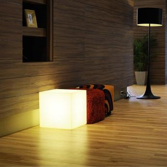 Lampe a poser cubo blanc h60cm slide normal