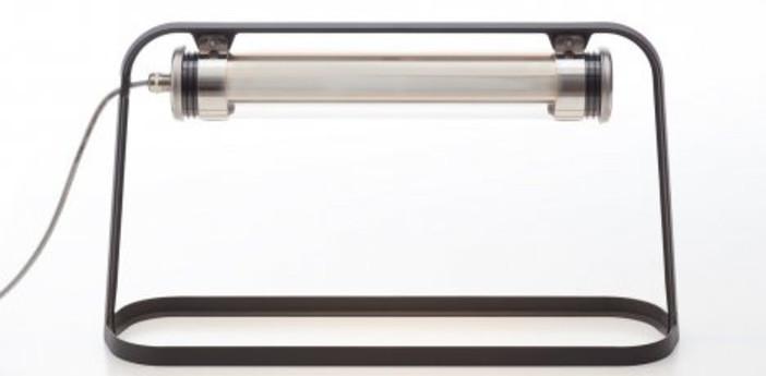 Lampe a poser d exterieur astrup dimmable led gris charbon argent h35cm l60cm sammode normal
