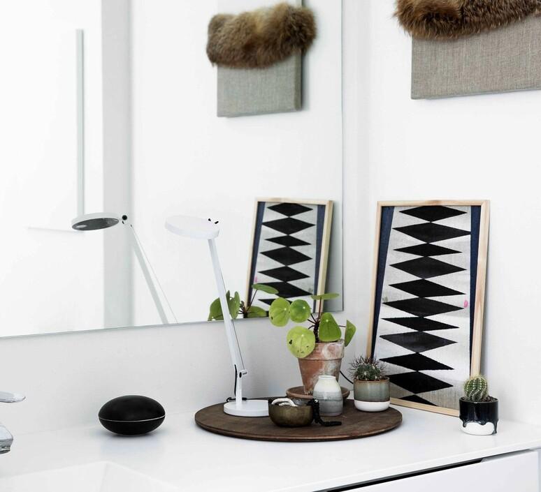Demetra micro table naoto fukasawa lampe a poser table lamp  artemide 1747w20a  design signed nedgis 103883 product