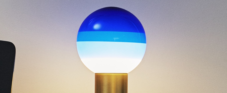Lampe a poser dipping light bleu led o30cm h54cm marset normal