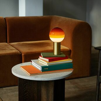 Lampe a poser dipping light portable ambre laiton led k 240lm o12 5cm h22 2cm marset normal
