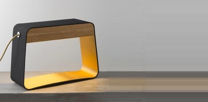Lampe a poser eau de lumiere led noir or chene h28cm designheure normal