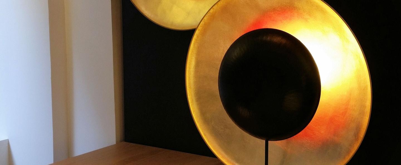 Lampe a poser eclipse noir et or l62cm h71cm celine wright normal