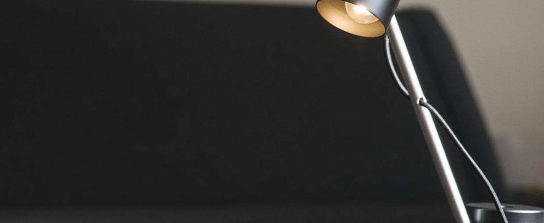 Lampe a poser ed005 acier poli o15cm h52cm edizioni normal