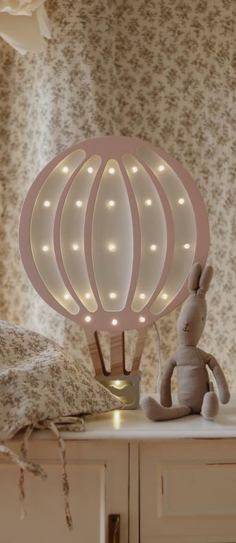 Lampe a poser enfant hot air baloon lamp powder pink led k lm l38cm h24cm little lights normal