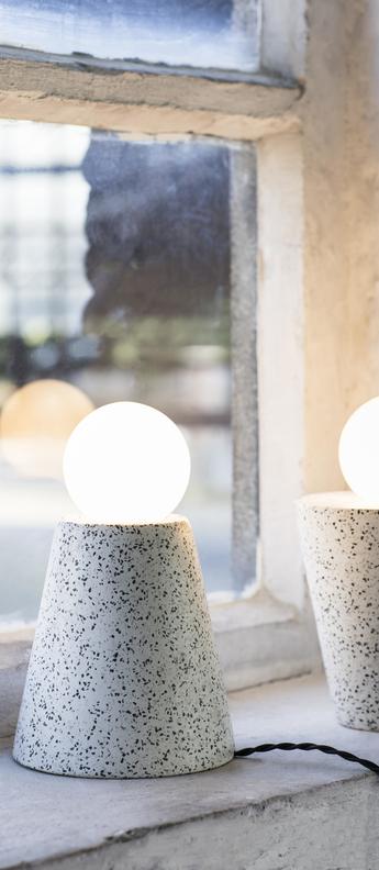Lampe a poser figure terrazzo blanc noir o17cm h18cm serax normal