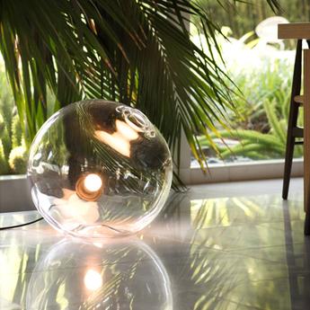 Lampe a poser float 20 noir o20cm h51cm sklo studio normal