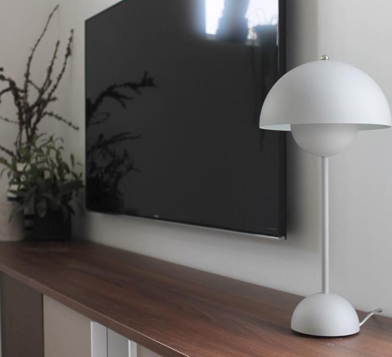 lampe poser flowerpot vp3 blanc mat 23cm h49cm. Black Bedroom Furniture Sets. Home Design Ideas