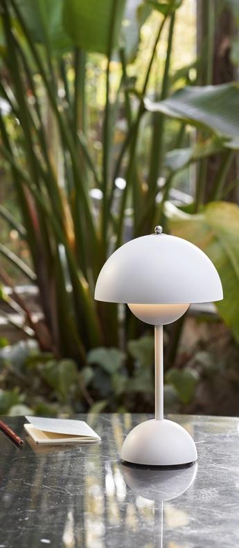 Lampe a poser flowerpot vp9 blanc mat ip44 led 2700k 325lm o16cm h29 5cm andtradition normal