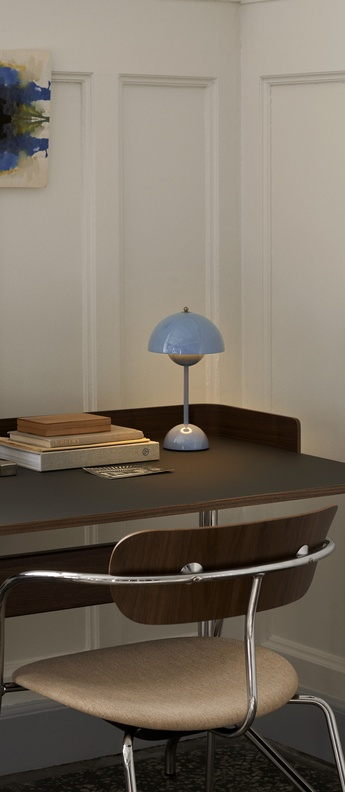 Lampe a poser flowerpot vp9 bleu clair ip44 led 2700k 325lm o16cm h29 5cm andtradition normal