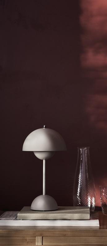 Lampe a poser flowerpot vp9 gris clair mat ip44 led 2700k 325lm o16cm h29 5cm andtradition normal