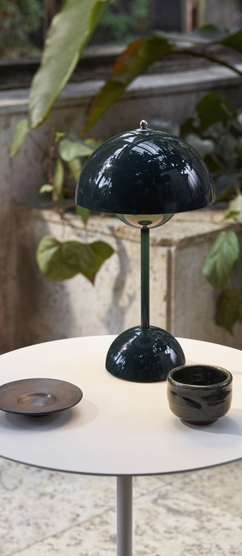 Lampe a poser flowerpot vp9 vert fonce ip44 led 2700k 325lm o16cm h29 5cm andtradition normal